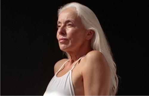 Модель Ясмина Росси в61 год снялась врекламе купальников