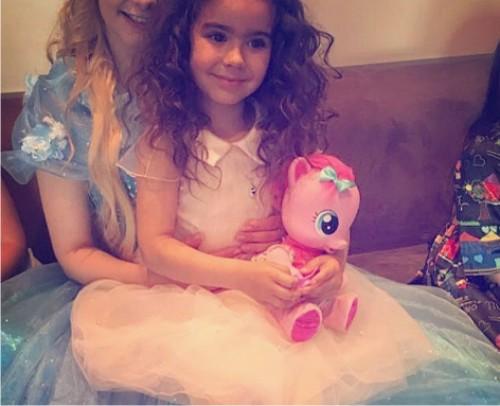 Ани Лорак устроила вечеринку для дочери