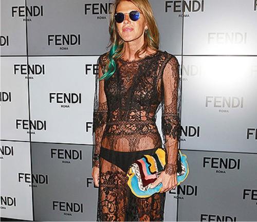 НаНеделе моды вМилане Джиджи Хадид показала грудь
