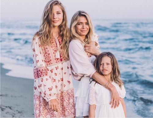 Как проводят лето звездные дети: дочь Веры Брежневой— Соня Киперман