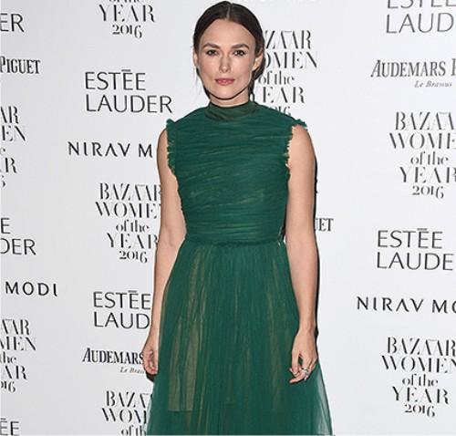 Эмму Уотсон подчеркнули призом нацеремонии «Женщина года» поверсии Harper's Bazaar