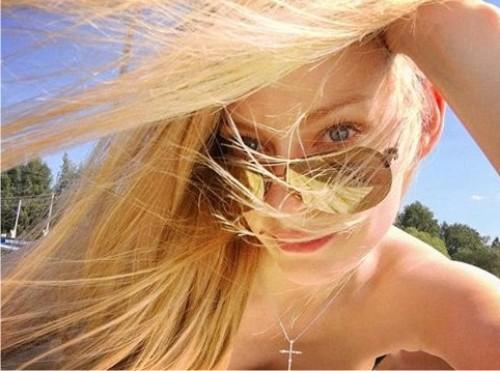 Черно-белая эротика: Светлана Ходченкова сразила поклонников откровенным фото вбикини