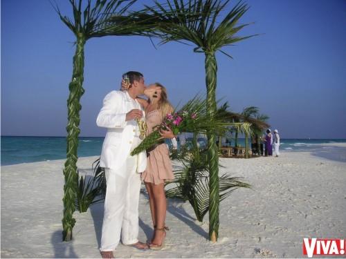 Тина Кароль впервый раз показала фото стайной свадьбы наМальдивах