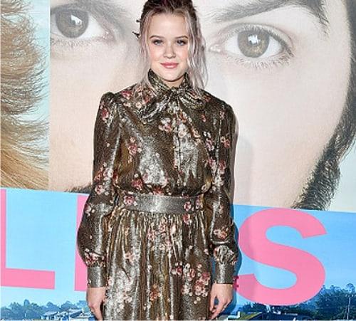 40-летняя Риз Уизерспун выглядит моднее истройнее собственной 17-летней дочери